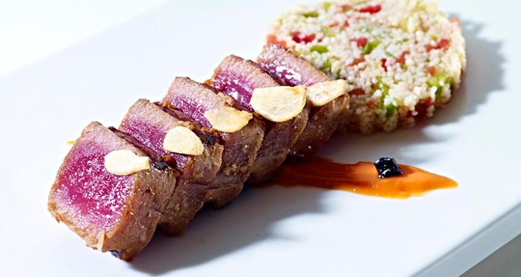 Atún rojo marinado con cuscús